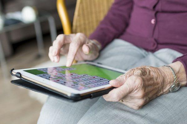 Actividades para mayores: Muévete en casa