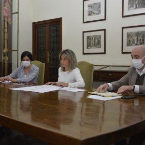 a alcaldesa traslada a la Asociación de Hostelería y Turismo de Toledo medidas frente a la crisis y destaca la unidad con el sector