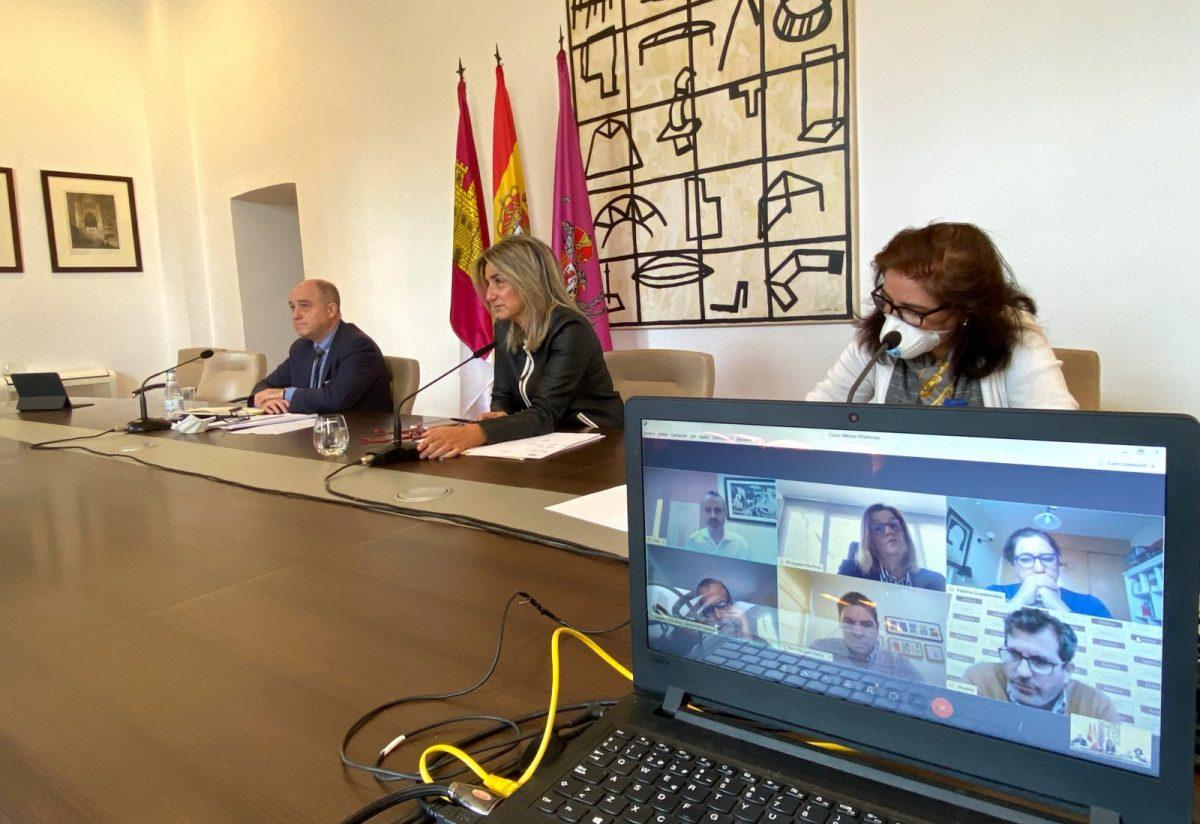 http://www.toledo.es/wp-content/uploads/2020/04/reunion03-1200x824.jpg. La alcaldesa avanza con los agentes sociales en el proceso de Recuperación Económica y Social por la crisis del Covid-19