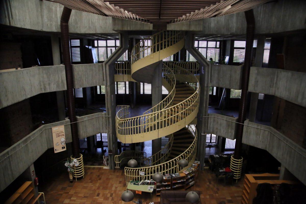 http://www.toledo.es/wp-content/uploads/2020/05/10_obra_biblioteca_poligono-1200x800.jpg. La alcaldesa destaca la obra pública como motor económico en la visita a la remodelación de la Biblioteca del Polígono