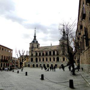 oledo inicia mañana el luto por las víctimas de la COVID-19 con la colocación de banderas a media asta en la plaza del Ayuntamiento