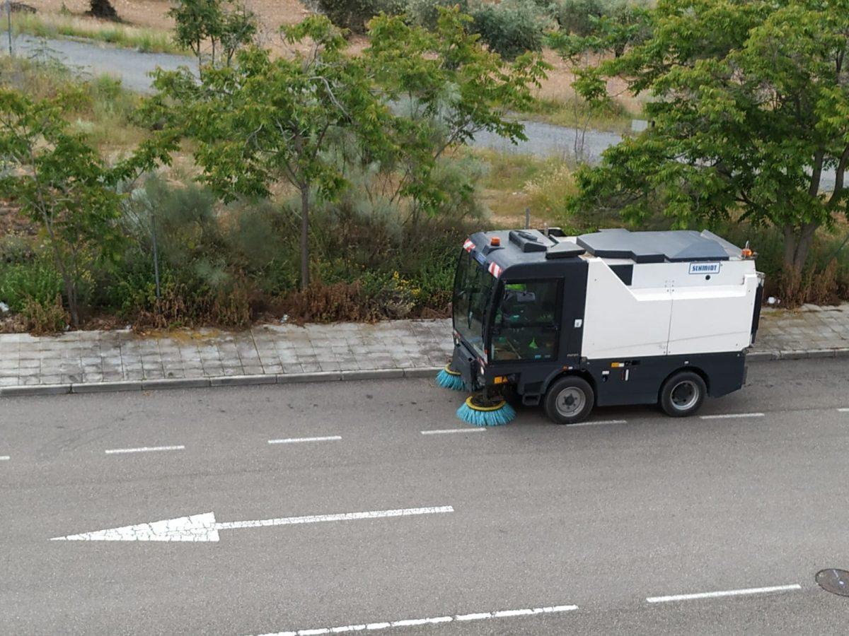 http://www.toledo.es/wp-content/uploads/2020/05/20200515_barredora_toledo-1200x900.jpeg. El Consistorio hace una llamada a la concienciación para incidir en el riesgo de arrojar mascarillas, guantes o colillas en la vía pública