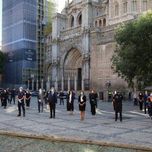 a Corporación inicia el luto oficial por las víctimas de la Covid-19 con la arriada de banderas a media asta y un minuto de silencio