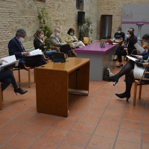 a alcaldesa traslada a los grupos de la oposición en una mesa de trabajo las medidas adoptadas y las líneas clave para la desescalada