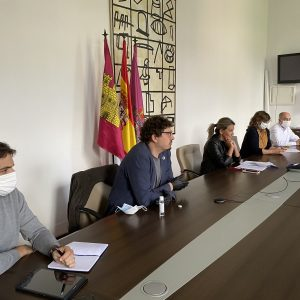 a alcaldesa y las entidades sociales dan los primeros pasos para poner en marcha el Pacto de la Inclusión Social de Toledo