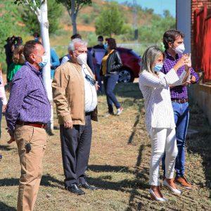 ilagros Tolón visita las obras de la nueva piscina de Azucaica y destaca la inversión en obra pública para la creación de empleo