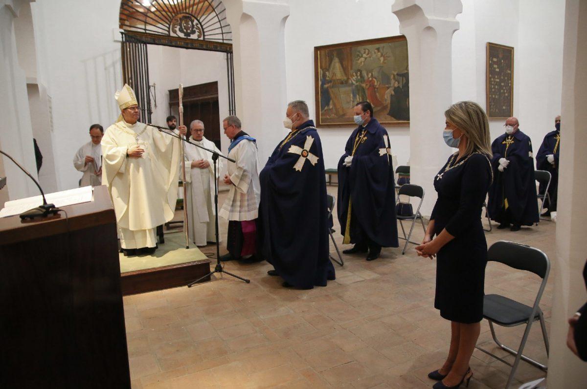 https://www.toledo.es/wp-content/uploads/2020/06/5_collar_mozarabe_arzobispo-1200x796.jpg. La alcaldesa asiste al acto de entrega del Collar Mozárabe al arzobispo de Toledo, Francisco Cerro