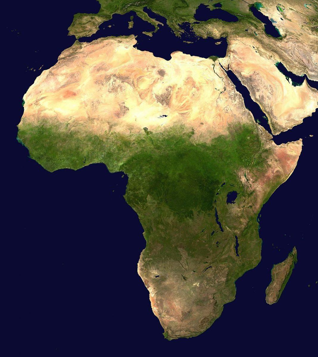 https://www.toledo.es/wp-content/uploads/2020/06/africa-1068x1200.jpg. Recorre África con un libro en tus manos