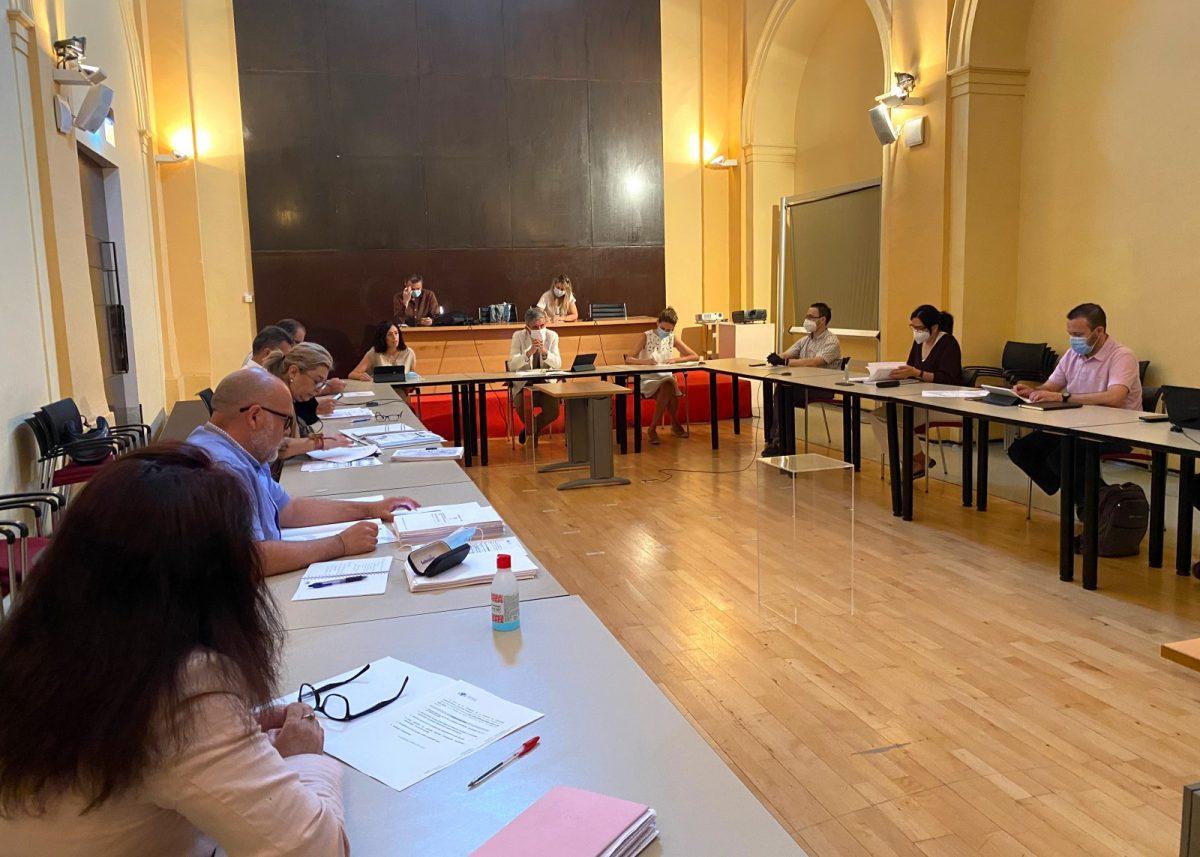 https://www.toledo.es/wp-content/uploads/2020/06/comision_urbanismo-01-1200x857.jpg. La Comisión de Urbanismo aprueba más de 200.000 metros cuadrados de suelo industrial en el Polígono y nuevas zonas verdes