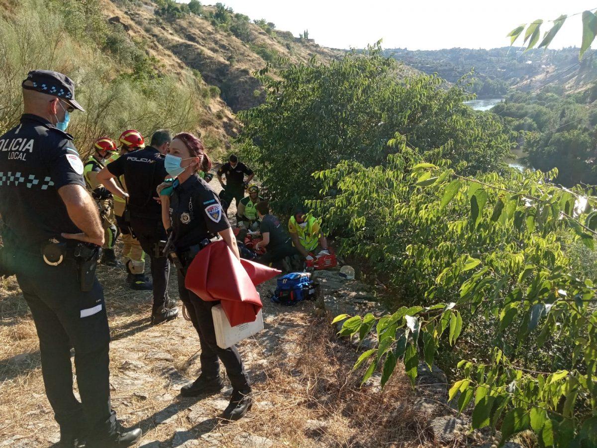 https://www.toledo.es/wp-content/uploads/2020/06/incidente_-2-1200x900.jpeg. Bomberos y Policía Local participan en el rescate de un hombre que se precipitó desde el yacimiento del Cerro del Bú