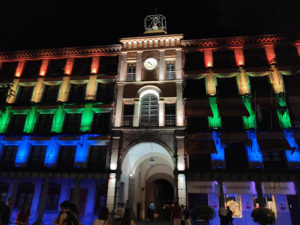 https://www.toledo.es/wp-content/uploads/2020/06/whatsapp-image-2020-06-26-at-10.44.46.jpeg. El Ayuntamiento ilumina con la bandera arcoíris la fachada de la Delegación del Gobierno de Zocodover este fin de semana