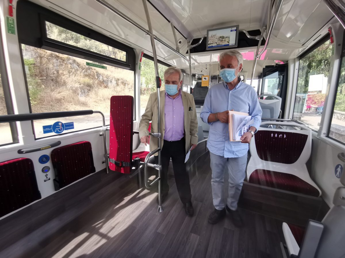 https://www.toledo.es/wp-content/uploads/2020/07/20200721_presentacion_buses-2-1200x900.jpeg. La flota de autobuses de Toledo incorpora dos nuevos vehículos de gas natural con nuevas medidas de seguridad