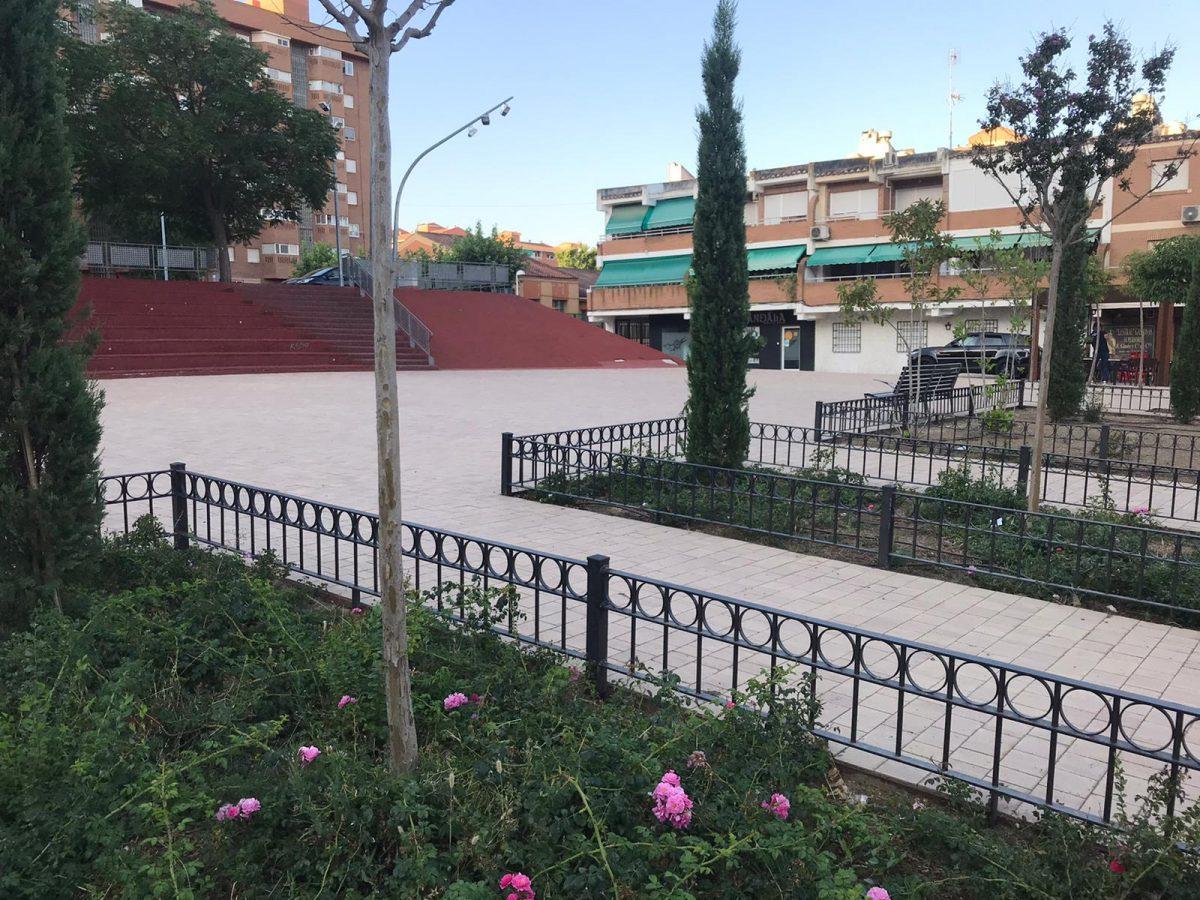 https://www.toledo.es/wp-content/uploads/2020/07/20200723_parterres_lorca-3-1200x900.jpeg. El Ayuntamiento instala vallas de protección de parterres en el Paseo Federico García Lorca del barrio de Santa María de Benquerencia