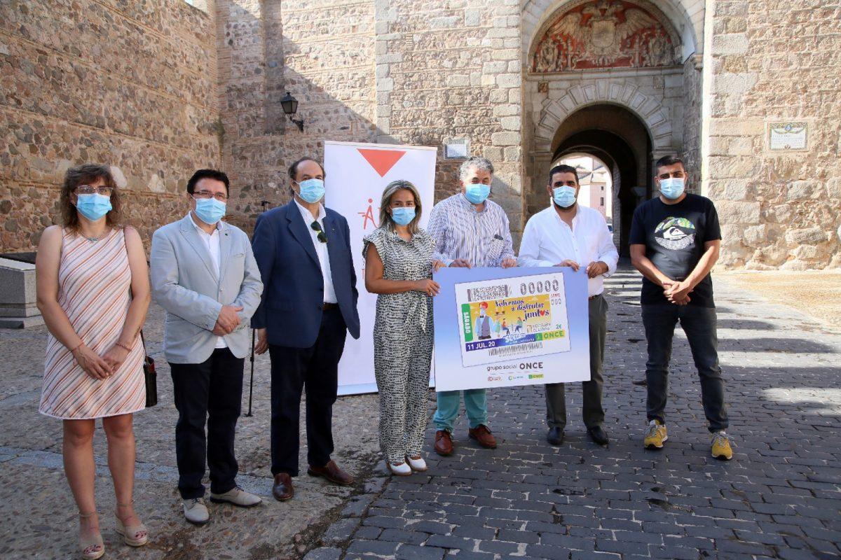 https://www.toledo.es/wp-content/uploads/2020/07/2_cupon_11-1200x800.jpg. La alcaldesa anima a apoyar a la hostelería toledana en la presentación del cupón que la ONCE dedica el sábado al sector