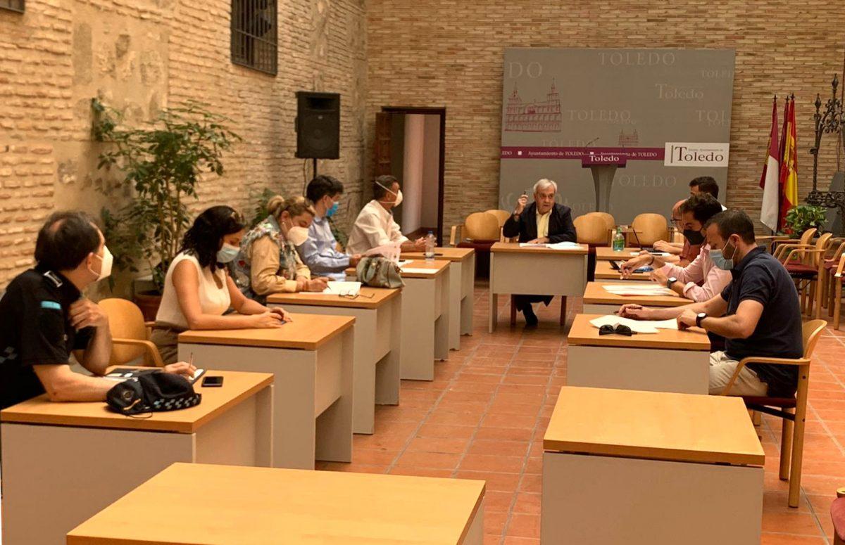 https://www.toledo.es/wp-content/uploads/2020/07/comision-de-movilidad-01-1200x775.jpeg. La Comisión de Movilidad aprueba por unanimidad la prohibición del botellón en toda la ciudad para evitar rebrotes