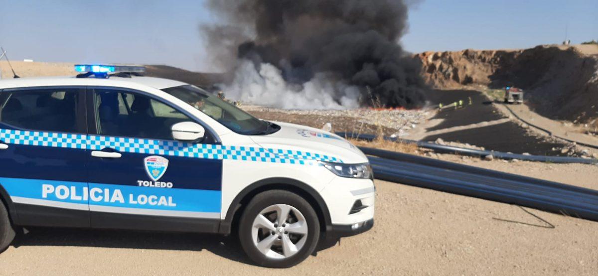 https://www.toledo.es/wp-content/uploads/2020/07/incendio_ecoparque02-1200x554.jpeg. Dos dotaciones del Parque de Bomberos de Toledo trabajan en la extinción de un incendio en el Ecoparque