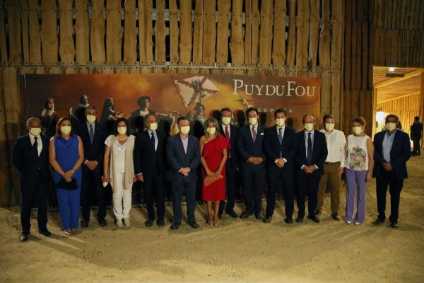 Milagros Tolón_alcaldes_Puy du Fou_3