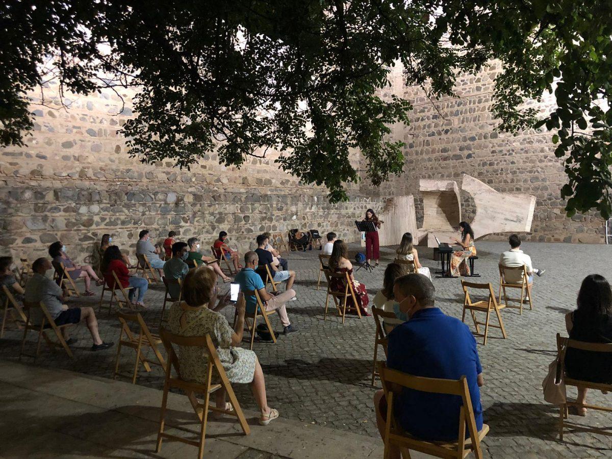 https://www.toledo.es/wp-content/uploads/2020/07/musica-murallas_1-1200x900.jpeg. 'Música en las murallas' logra el éxito de participación y de medidas de seguridad y responsabilidad del público asistente