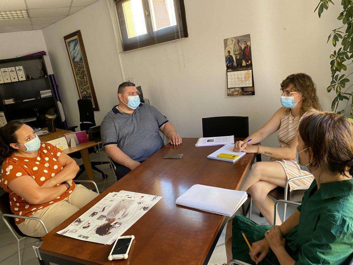 """https://www.toledo.es/wp-content/uploads/2020/07/reunion-con-caritas-01-1200x900.jpg. El Ayuntamiento agradece la """"inestimable"""" labor de Cáritas Diocesana durante la pandemia de la Covid-19"""
