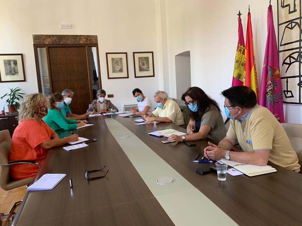 https://www.toledo.es/wp-content/uploads/2020/09/01-junta-de-gobierno-local.jpeg. La Junta de Gobierno aprueba el convenio con el Círculo de Arte y da luz verde al cambio de horario y refuerzo de los autobuses