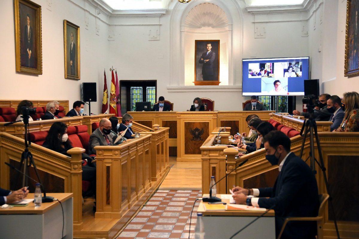 https://www.toledo.es/wp-content/uploads/2020/09/2_pleno_municipl-1200x800.jpg. El Ayuntamiento aprueba un Plan de Lectura con los libreros que incluye un bono-libro para los escolares de 8 años