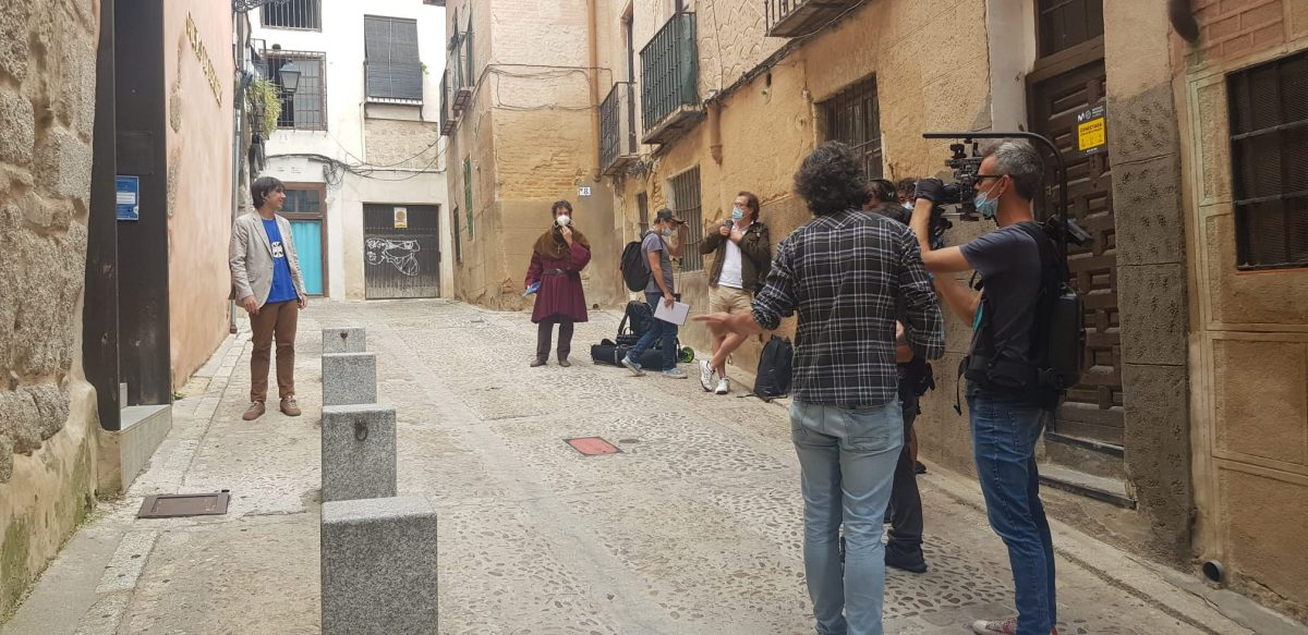 https://www.toledo.es/wp-content/uploads/2020/09/grabacion-la-2-rtve_1-1200x583.jpeg. El escritor Jordi Corominas graba en Toledo uno de los episodios de su nuevo proyecto audiovisual para La 2 de RTVE