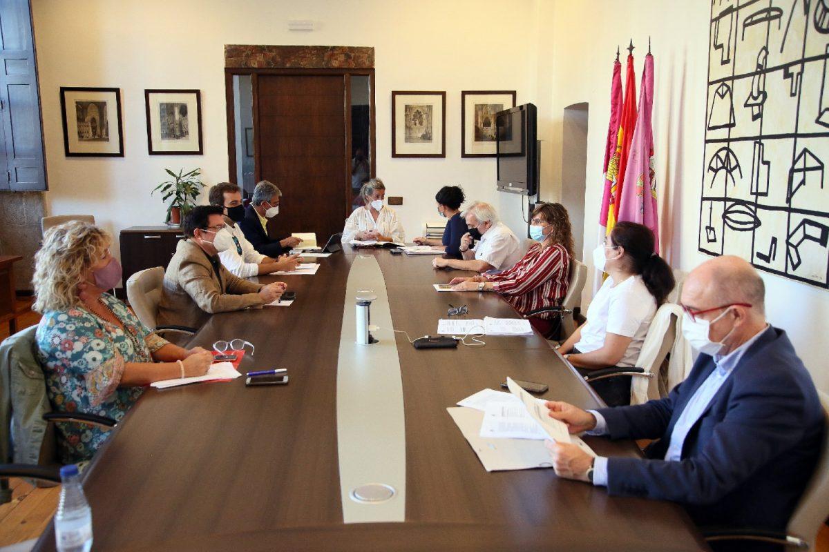https://www.toledo.es/wp-content/uploads/2020/09/junta-de-gobierno-1200x800.jpg. La Junta de Gobierno da luz verde a la enajenación de parcela en el Paseo de la Rosa y al proyecto de Ordenanzas Fiscales para 2021