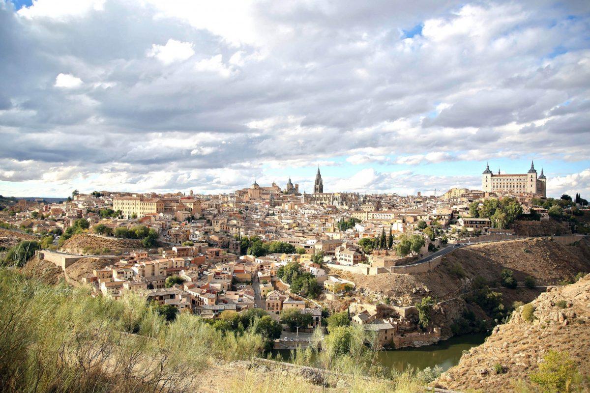 https://www.toledo.es/wp-content/uploads/2020/09/panoramica_toledo-1200x800.jpg. Toledo confirma su apuesta por la sostenibilidad con su adhesión a la Red de Destinos Turísticos Inteligentes