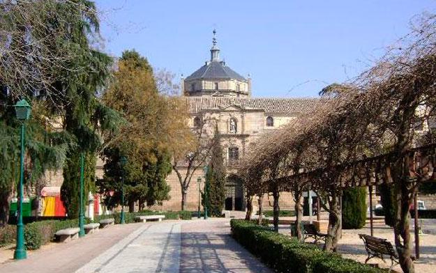 https://www.toledo.es/wp-content/uploads/2020/09/parque-de-la-vega-toledo.jpg. Sanidad mantiene en Toledo la suspensión de los mercadillos y el cierre de piscinas recreativas de uso público