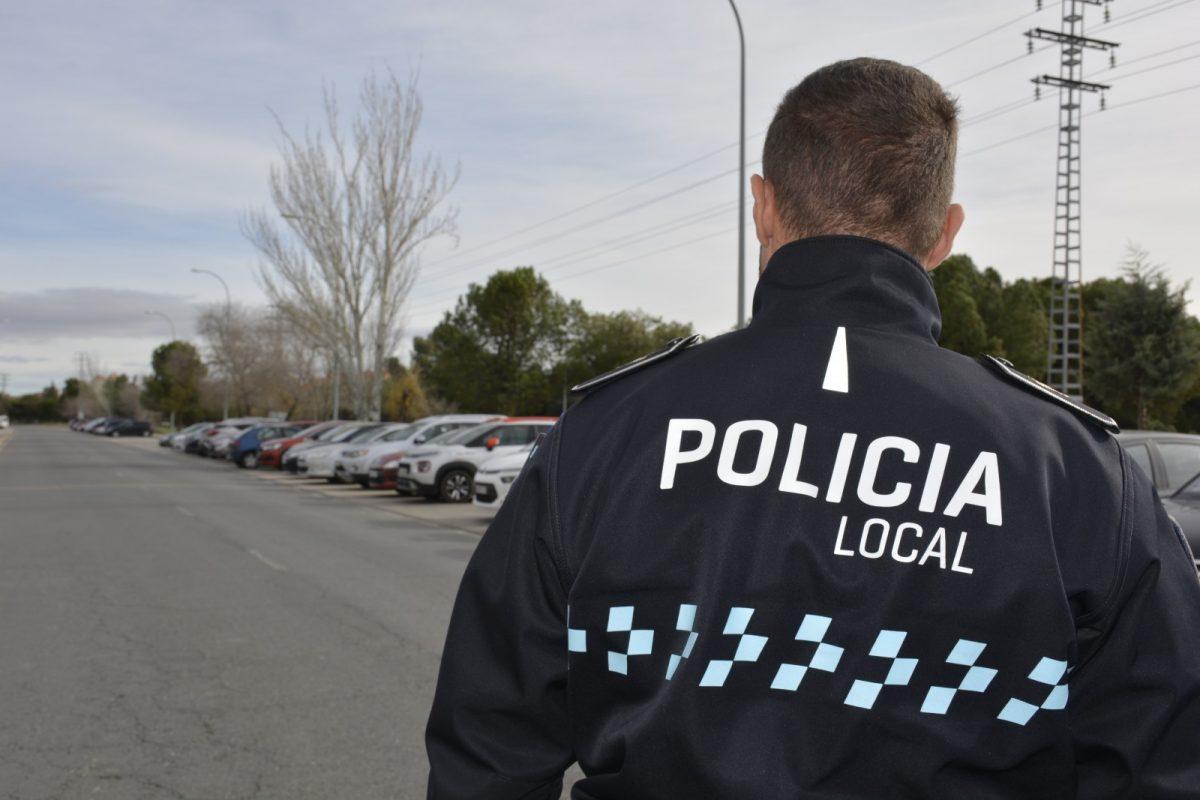 https://www.toledo.es/wp-content/uploads/2020/09/policia-local_recurso-1200x800.jpg. Policía Local clausura un local por no cumplir con las normas de prevención de la Covid-19 y detiene a un individuo