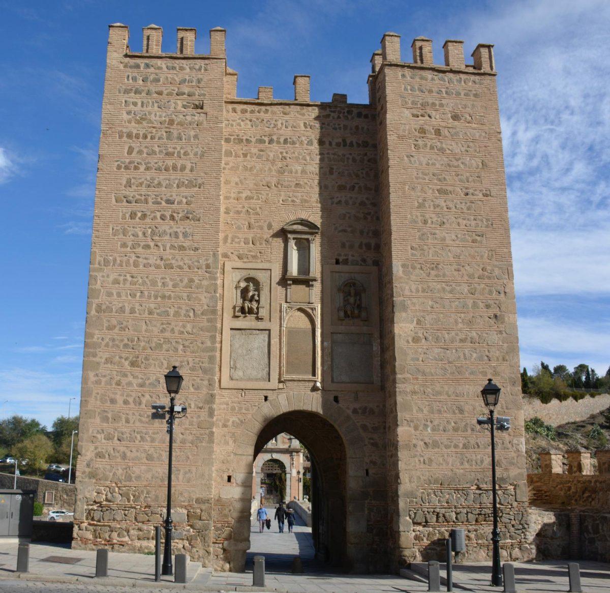 https://www.toledo.es/wp-content/uploads/2020/09/whatsapp-image-2020-09-12-at-13.27.08-1200x1166.jpeg. El Ayuntamiento ilumina de verde este domingo la puerta de Alcántara y la Cava para visibilizar la enfermedad mitocondrial