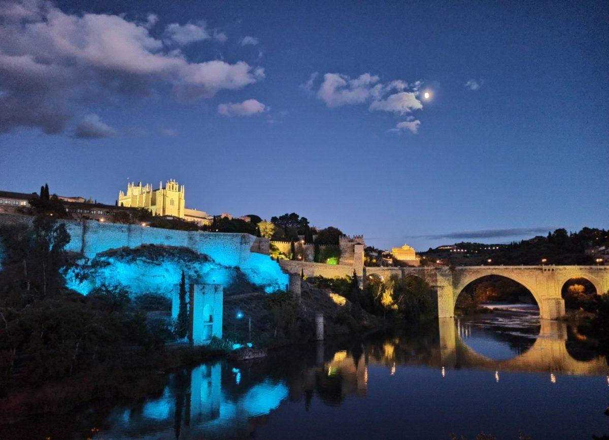 https://www.toledo.es/wp-content/uploads/2020/11/torreon-de-la-cava-azul-1200x866.jpg. Toledo se suma a la iniciativa solidaria 'Shine a Light on NF' para visibilizar la neurofibromatosis e ilumina de azul hoy la Cava