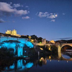 oledo se suma al Día Mundial del Refugiado iluminando de azul la Cava, la Puerta de Alcántara y el paseo Federico García Lorca