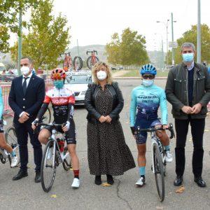 erca de 100 corredoras inician en Toledo la Vuelta Ciclista Femenina a España que cuenta con el apoyo municipal