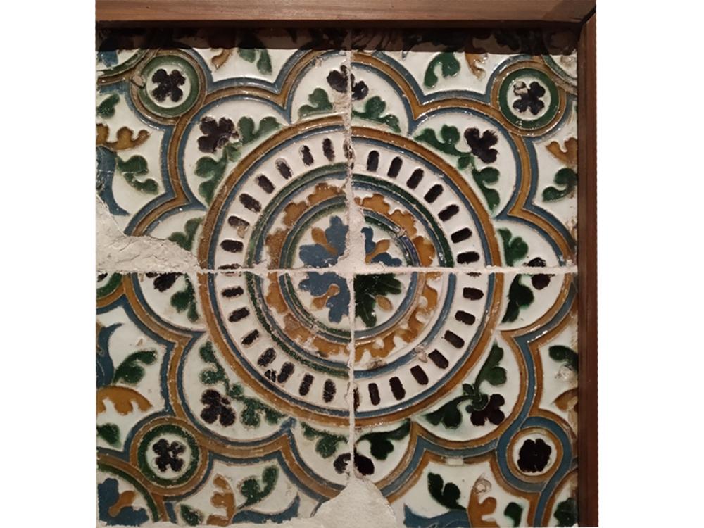 """https://www.toledo.es/wp-content/uploads/2020/12/5detalle0.jpg. Exposición temporal: Pieza invitada """"Azulejos del Museo de Santa Cruz"""""""