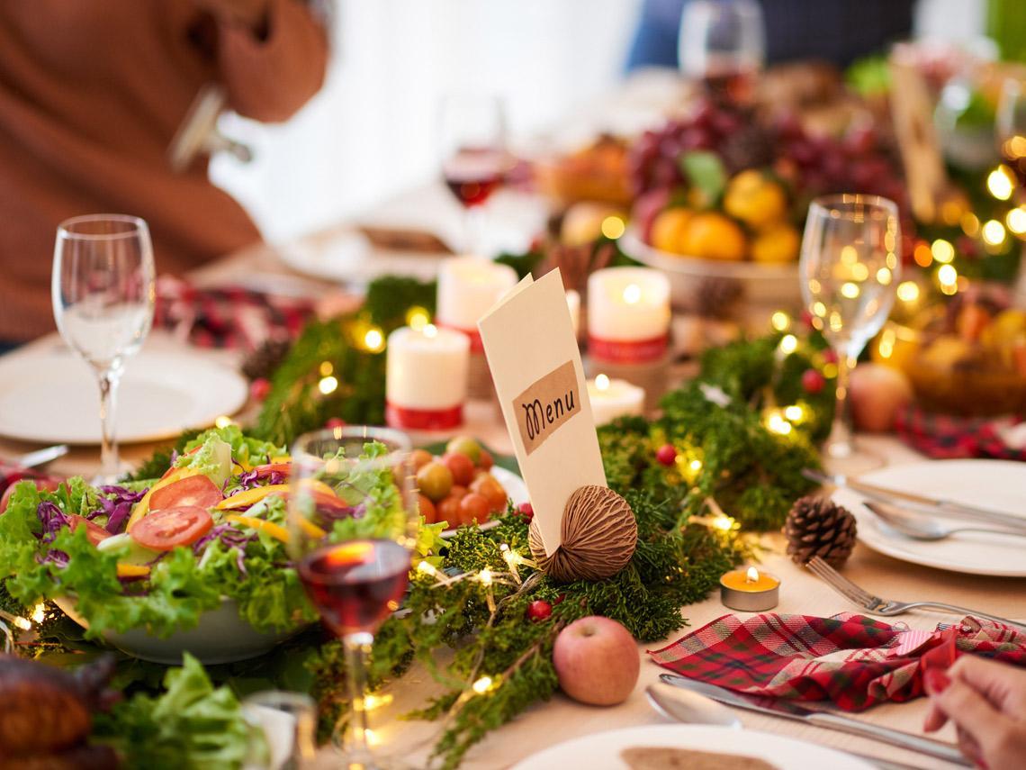 https://www.toledo.es/wp-content/uploads/2021/01/mesa-navidad_0.jpg. El Ayuntamiento colabora con Reale Seguros en la iniciativa de menús navideños dirigidos a una treintena de familias sin recursos