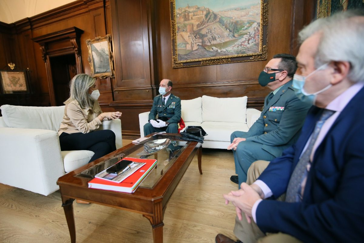 https://www.toledo.es/wp-content/uploads/2021/02/3_reunion_general_guardia_civil-1200x800.jpg. La alcaldesa recibe en el Ayuntamiento al general Francisco Javier Cortés, nuevo jefe de la Guardia Civil en Castilla-La Mancha