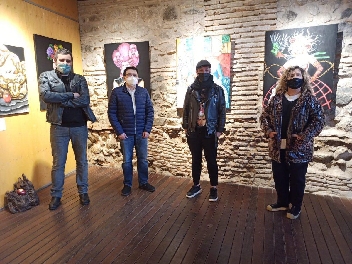 https://www.toledo.es/wp-content/uploads/2021/02/teo-garcia_marta-medina_exposicion-cuevas-1200x901.jpeg. El Ayuntamiento muestra su apoyo al artista Aarón Izquierdo que expone hasta el día 28 en las Cuevas de Hércules