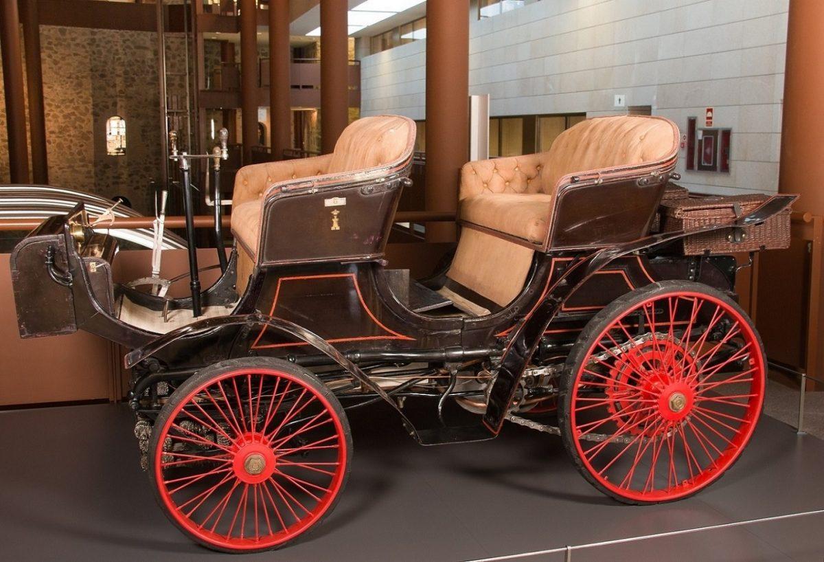 "https://www.toledo.es/wp-content/uploads/2021/03/2021.04-museo-en-vivo.peugeot-phaeton-1898-copia-1200x818.jpg. MUSEO EN VIVO: ""Aquellos autos antiguos"""