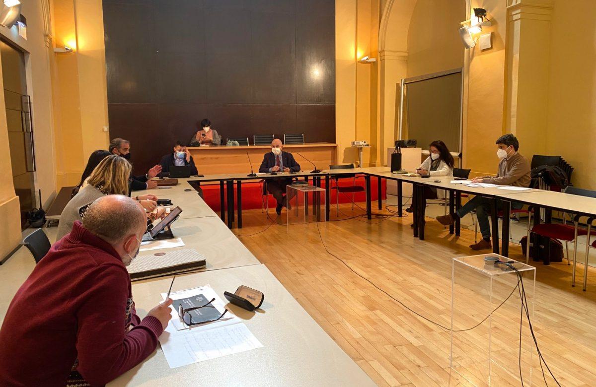https://www.toledo.es/wp-content/uploads/2021/03/comision-de-promocion-economica-y-empleo-01-1200x780.jpg. El equipo de Gobierno presenta en la Comisión de Promoción Económica el paquete de medidas para la reactivación local