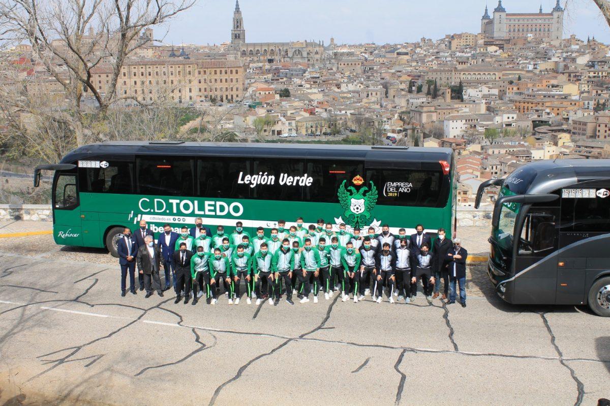 https://www.toledo.es/wp-content/uploads/2021/03/nuevo-bus-cd-toledo_2-1200x800.jpeg. El Ayuntamiento arropa al CD Toledo en la presentación del nuevo autocar del club local en El Valle