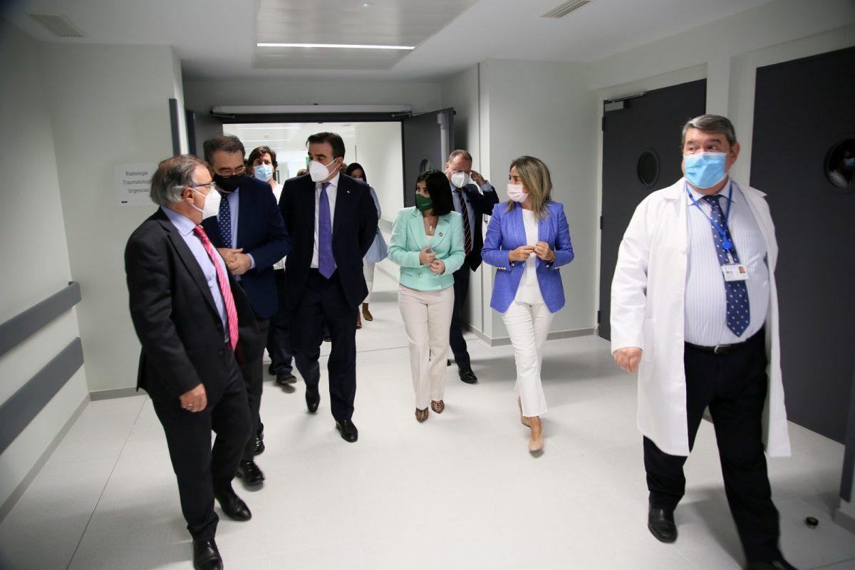 https://www.toledo.es/wp-content/uploads/2021/03/visita_ministra_sanidad_7-1200x800.jpg. La alcaldesa visita el Centro de Vacunación frente a la Covid-19 en el nuevo Hospital Universitario de Toledo