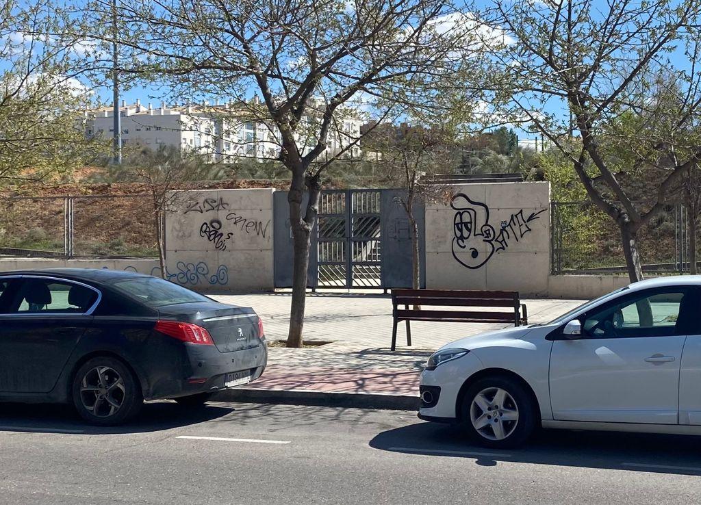 https://www.toledo.es/wp-content/uploads/2021/03/zona-deportiva-poligono_antes.jpeg. El Ayuntamiento impulsa una campaña de limpieza de pintadas en muros y espacios públicos en todos los barrios de la ciudad