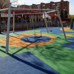 omienzan los nuevos servicios de mantenimiento y conservación de parques y jardines, y el mantenimiento de áreas infantiles