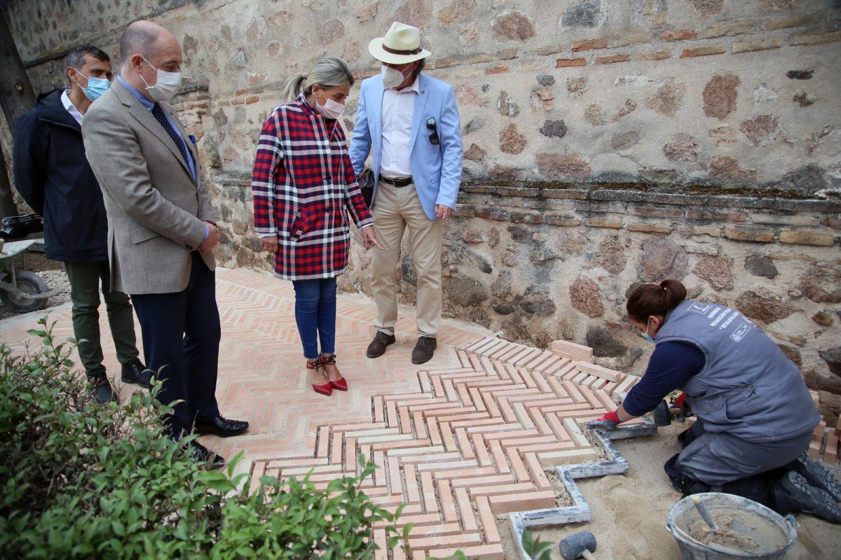 https://www.toledo.es/wp-content/uploads/2021/04/actuacuon_talleres_jardines9-1200x800.jpg. La alcaldesa visita los trabajos de los talleres de empleo en los jardines de Alfonso VI y anuncia el inicio de dos programas más