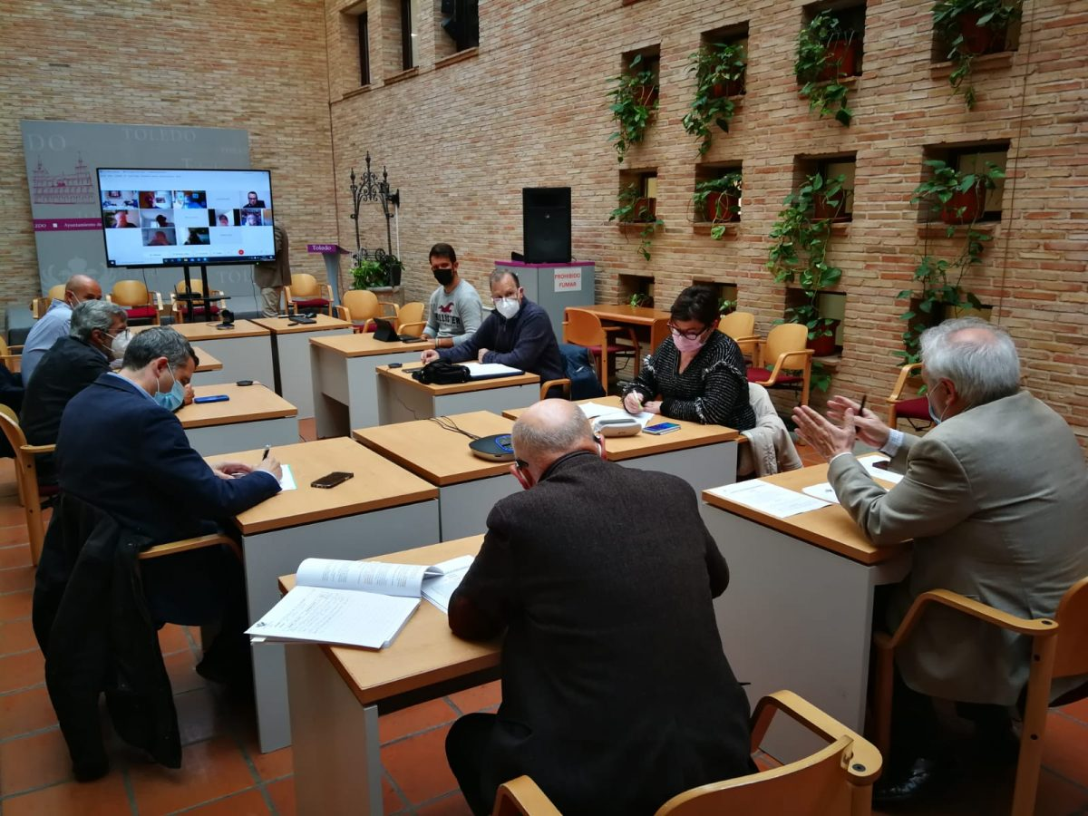 https://www.toledo.es/wp-content/uploads/2021/04/consejo_asociaciones-de-vecinos_presupuesto-obras-distritos-1200x900.jpeg. El Consejo Municipal de Asociaciones de Vecinos se reúne para dar cuenta de la propuesta del proceso sobre inversiones