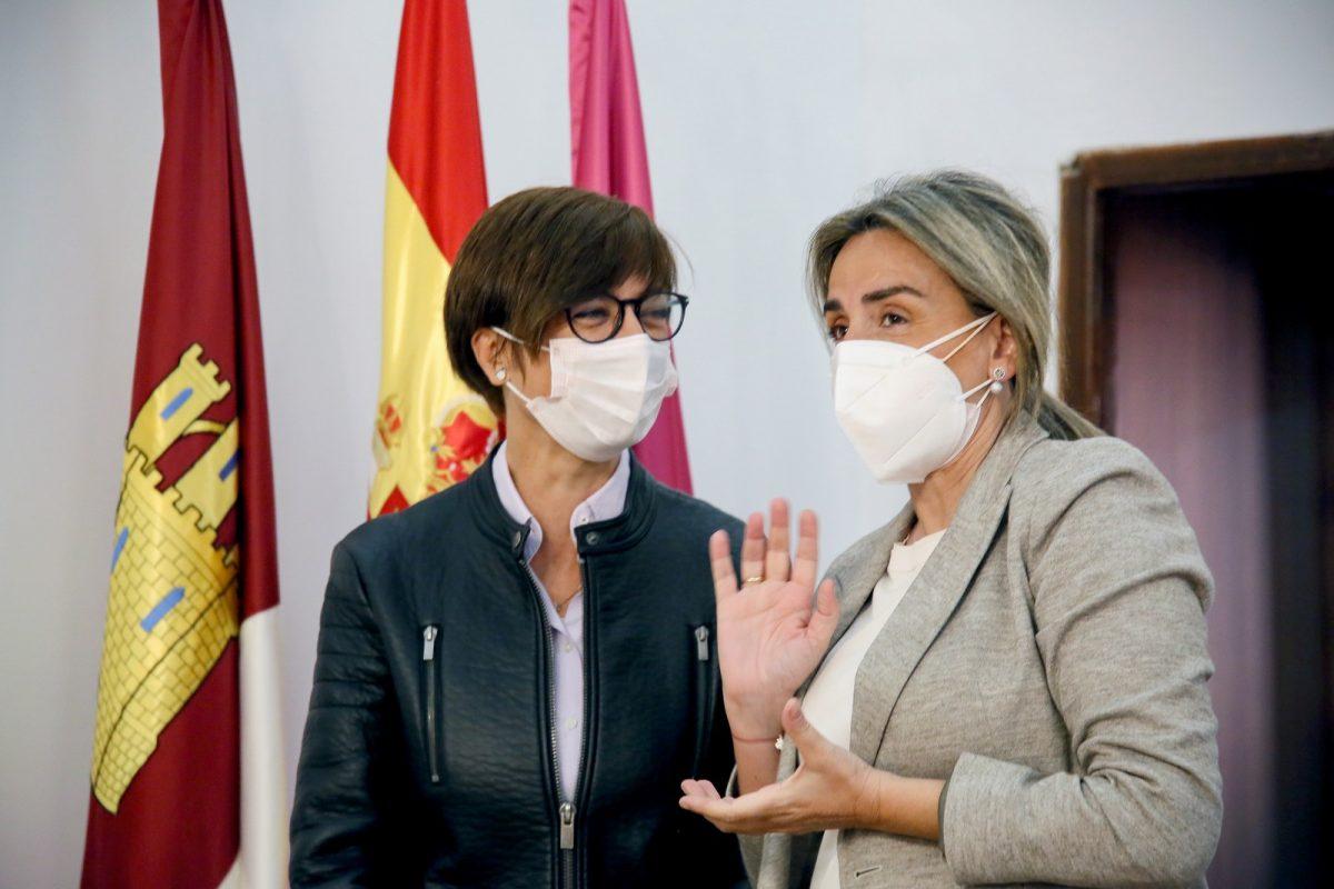 https://www.toledo.es/wp-content/uploads/2021/04/directora_guardia_civil_4-1200x800.jpg. La alcaldesa recibe a la directora general de la Guardia Civil y confirman la construcción del nuevo cuartel en La Peraleda
