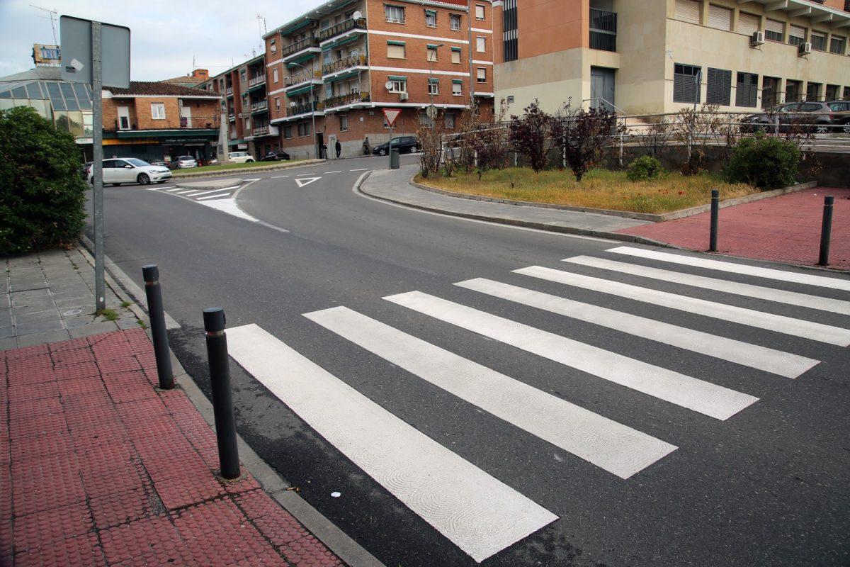 https://www.toledo.es/wp-content/uploads/2021/04/pasos_peatones_palomarejos_6-1200x800.jpg. El Ayuntamiento inicia en el barrio de Palomarejos la mejora de la señalización horizontal de las vías urbanas de la ciudad