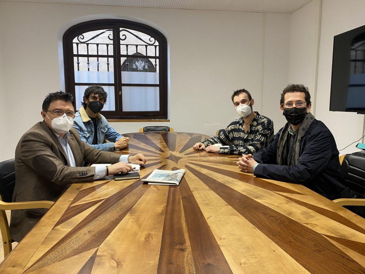 https://www.toledo.es/wp-content/uploads/2021/04/reunion-escena-patrimonio-1200x900.jpg. Toledo inicia los preparativos de 'La Noche del Patrimonio' que se celebrará el 18 de septiembre en las 15 ciudades del Grupo