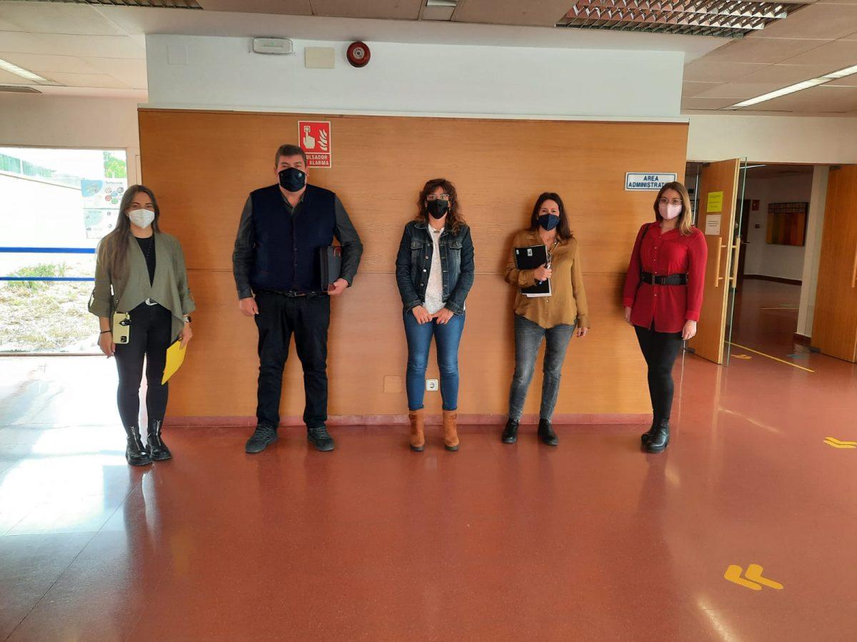 """https://www.toledo.es/wp-content/uploads/2021/04/talleres-educativos-frente-al-covid-19-1200x900.jpeg. Los """"Talleres frente al COVID-19"""" informan de los protocolos de seguridad en los colegios del Polígono para evitar el absentismo"""